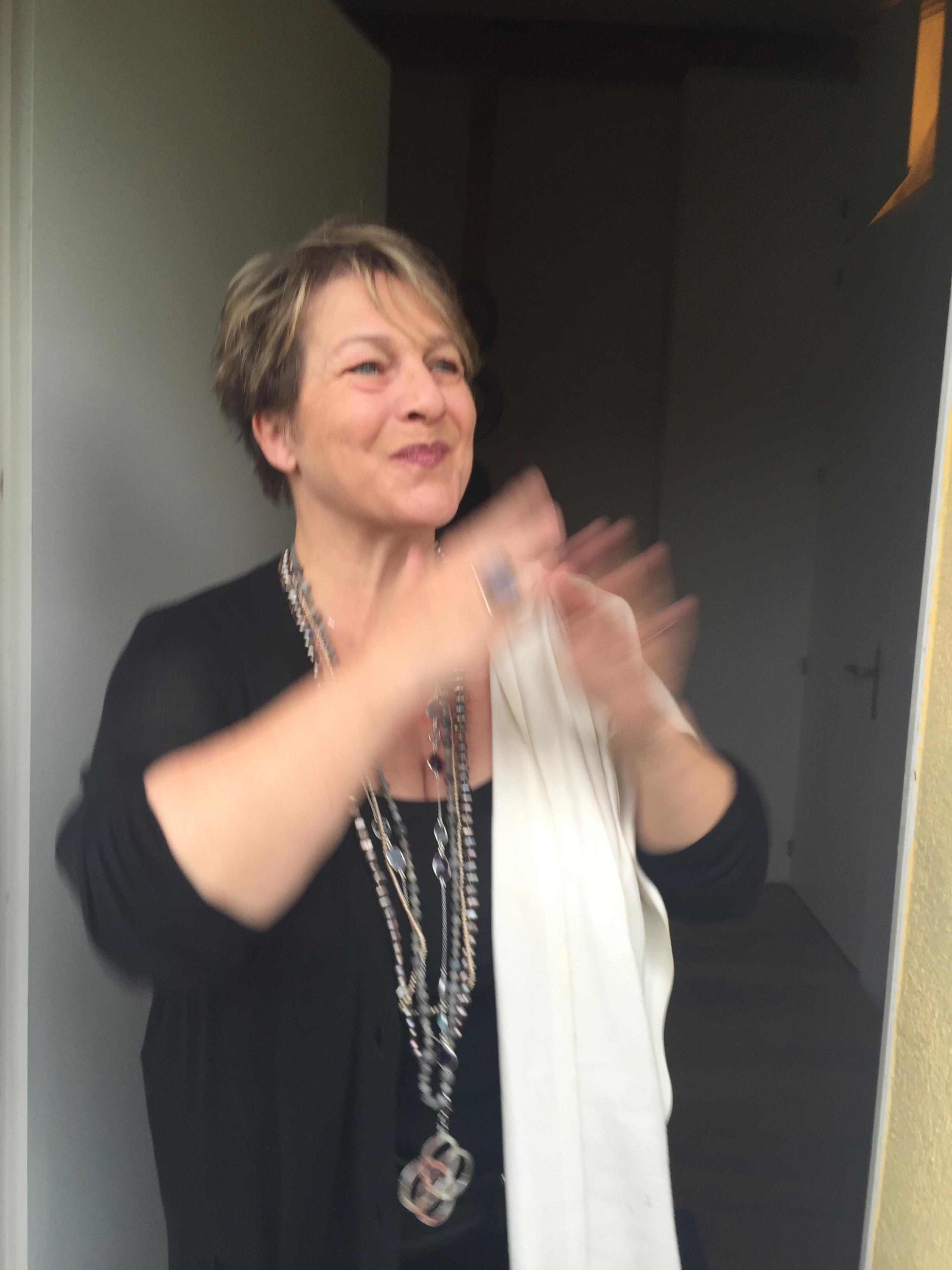 Une galeriste heureuse c Joanna Mouly